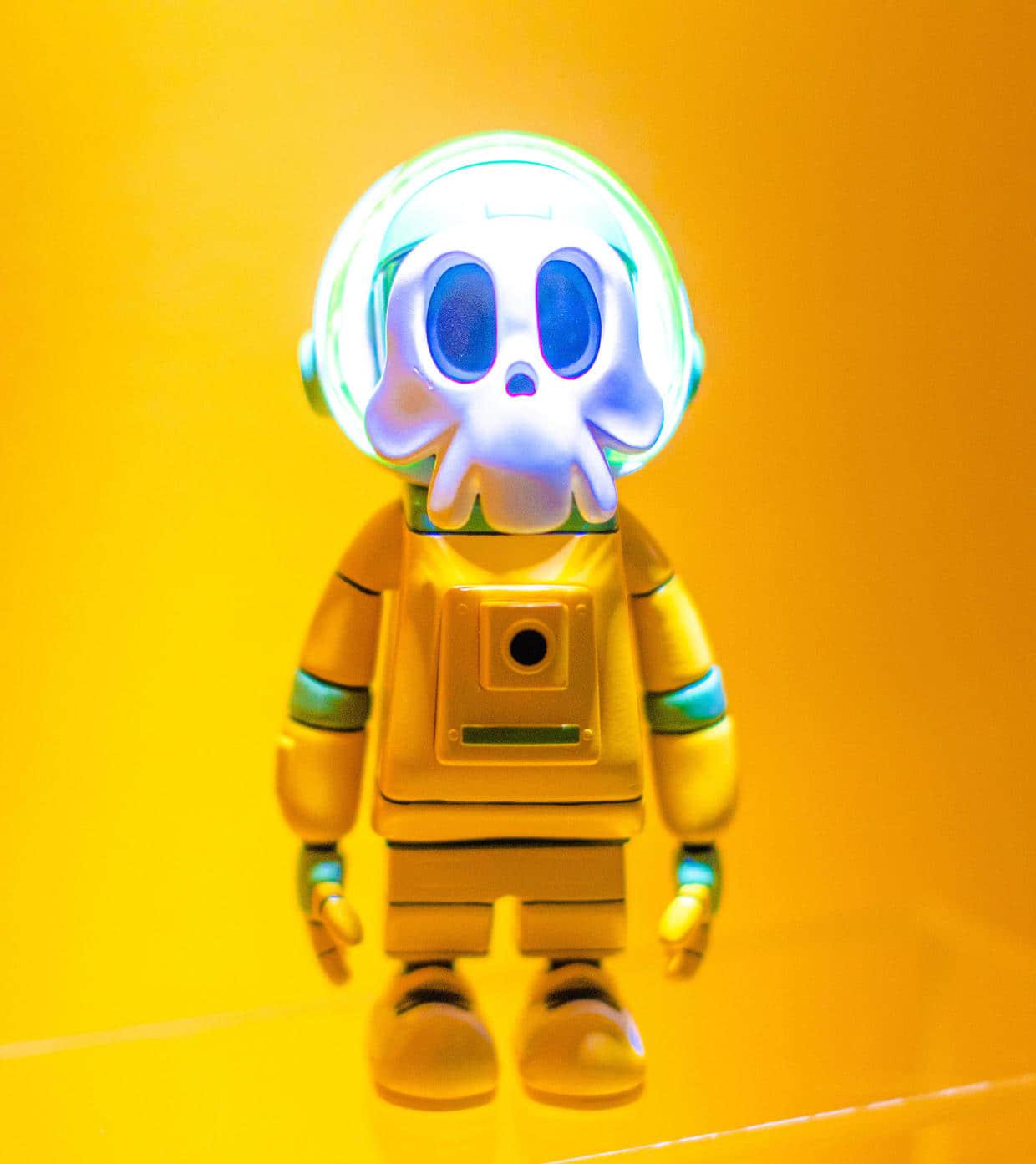 黄色机器人.jpg